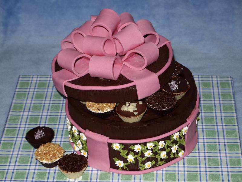 Torta caja de bombones sabores de bolivia - Decoracion con chocolate ...